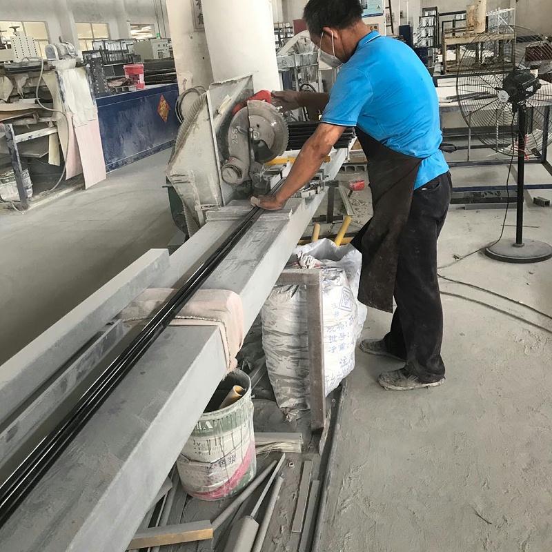 玻璃钢型材切割现场